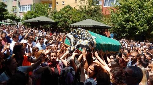 Cérémonie funéraire de Hatice Ezgi Sadet, le 22 juillet 2015 à Ümraniye (Ihlamurkuyu Cemevi)