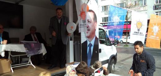 Mars 2014 : des militants de l'AKP font campagne dans l'arrondissement stambouliote de Şişli © MVR 2014
